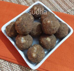 Crunchy Kanik Dink Laadoo (खमंग खुसखुशीत कणिक डिंकाचे लाडू )